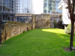 The late medieval city walls of London